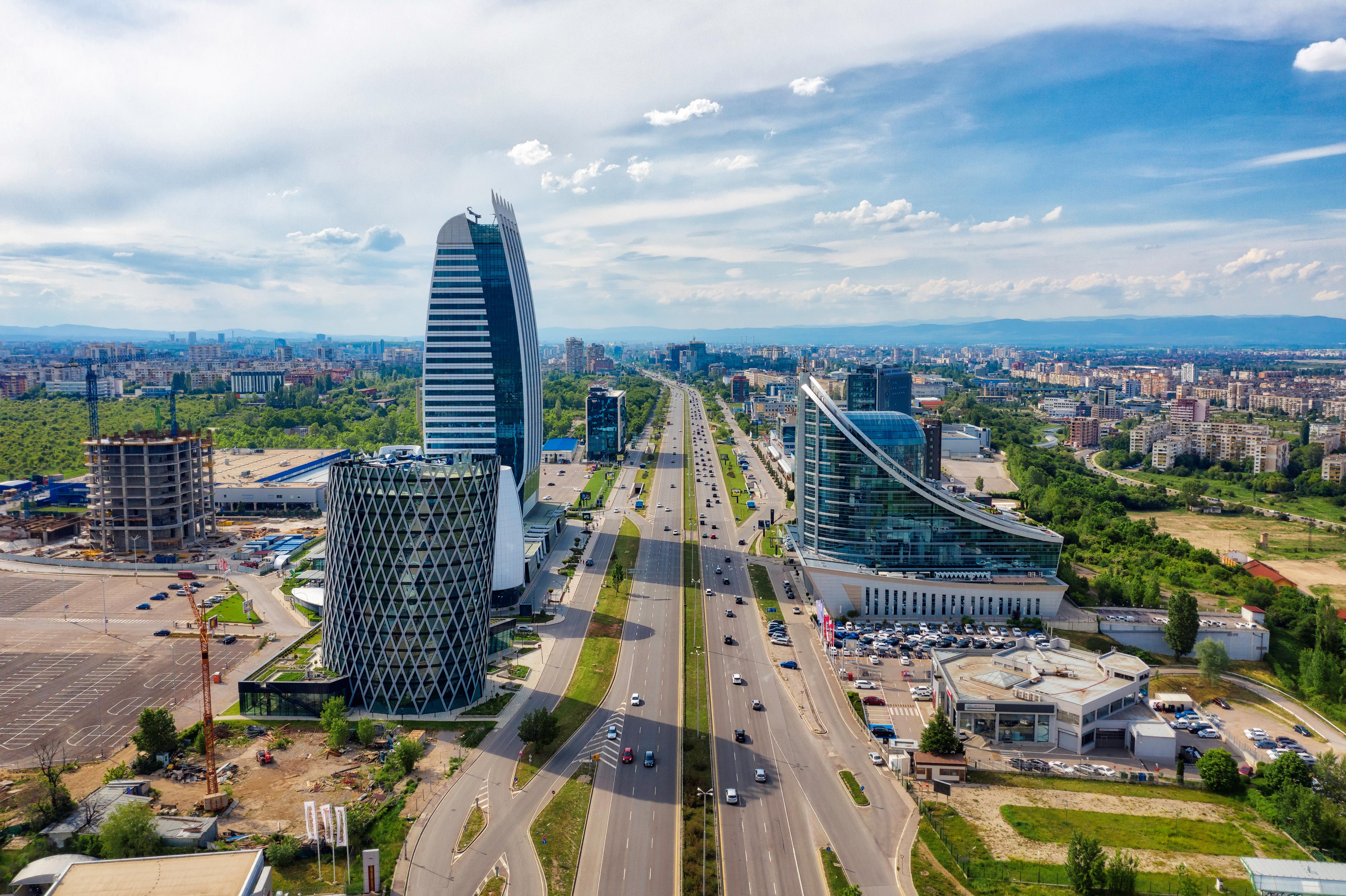 Большой город для иммиграции и оформления гражданства Болгарии по натурализации
