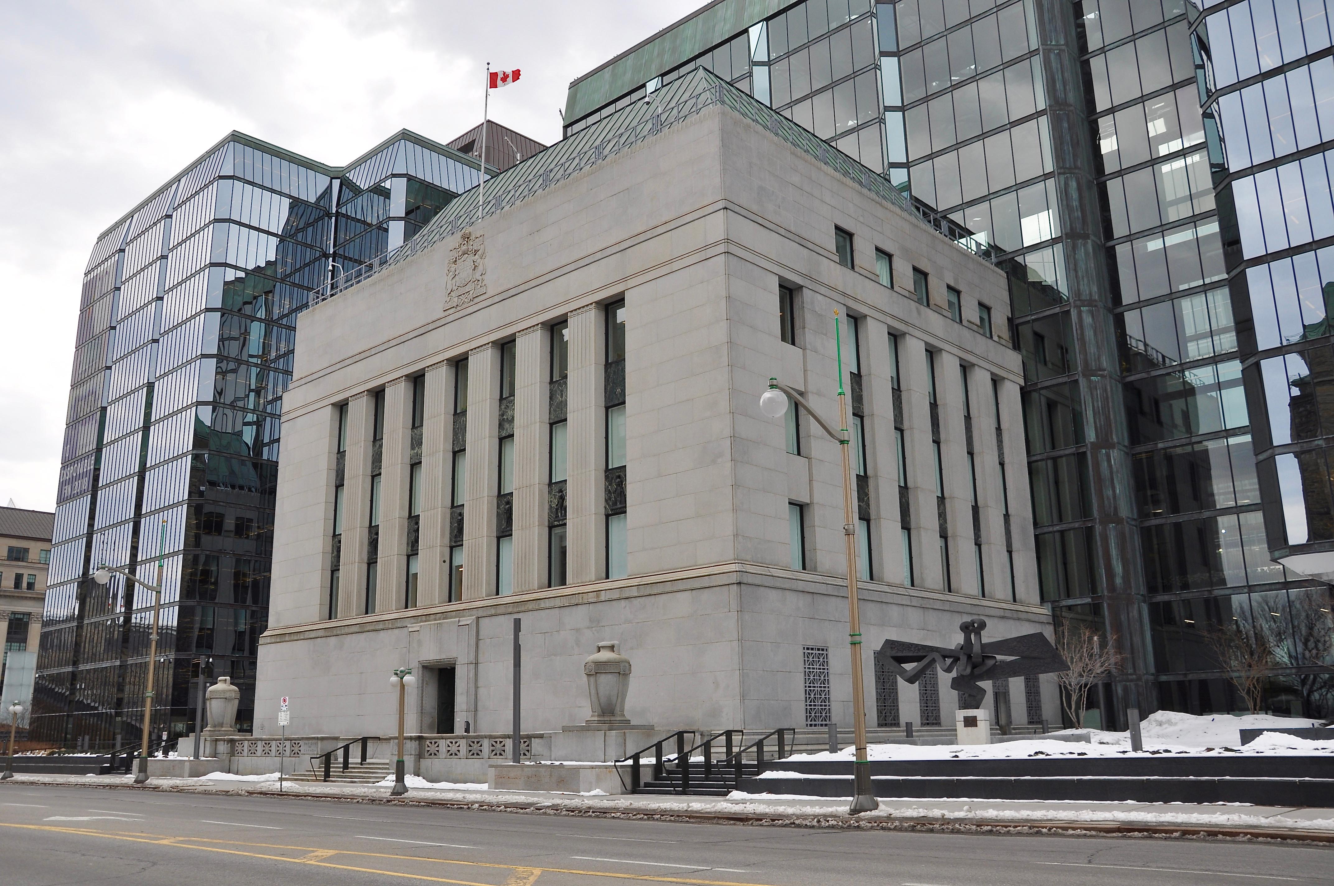 Здание банка для вложений чтоб получить гражданство Канады за инвестиции