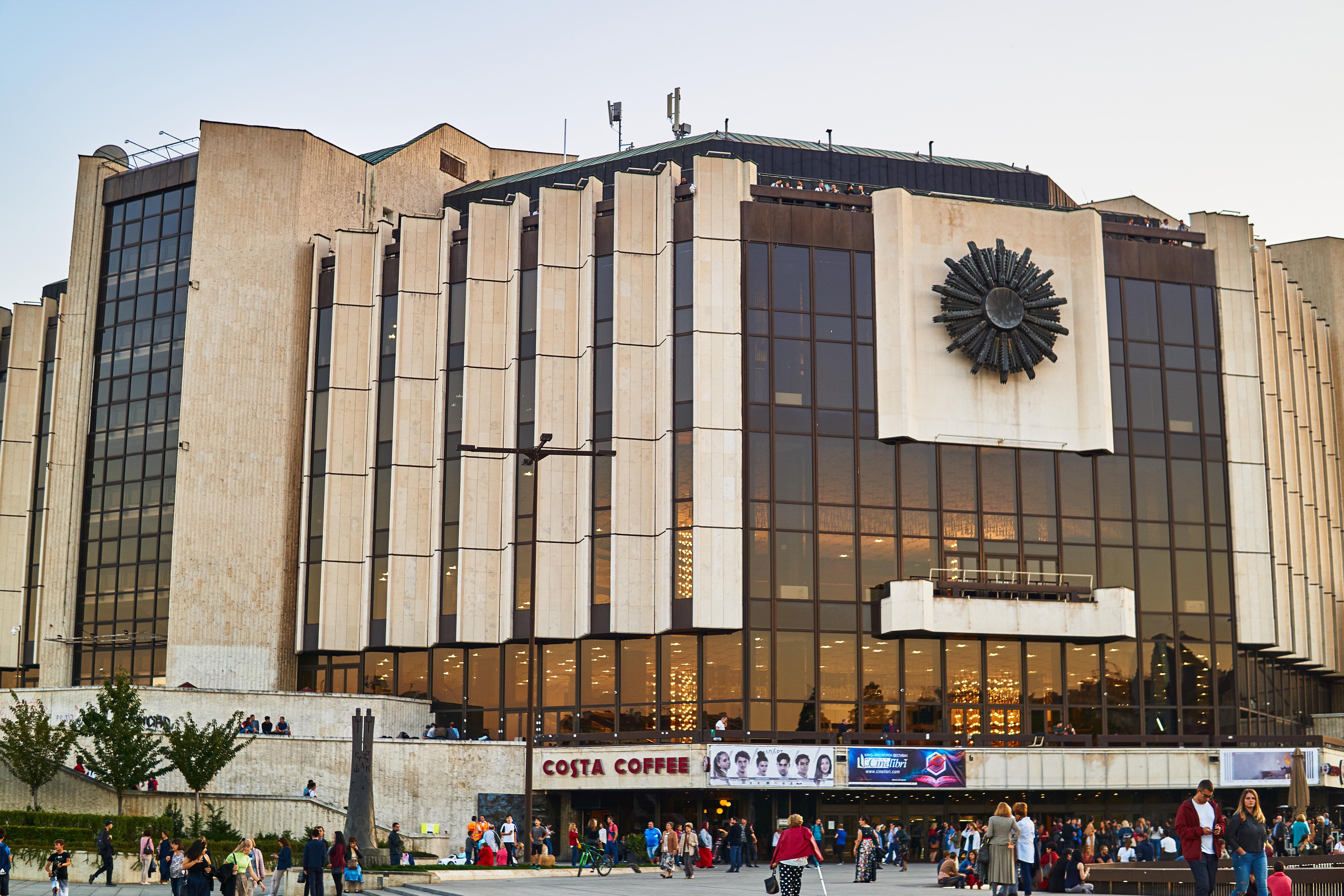 Национальное здание еще одна причина иммиграции в Болгарию