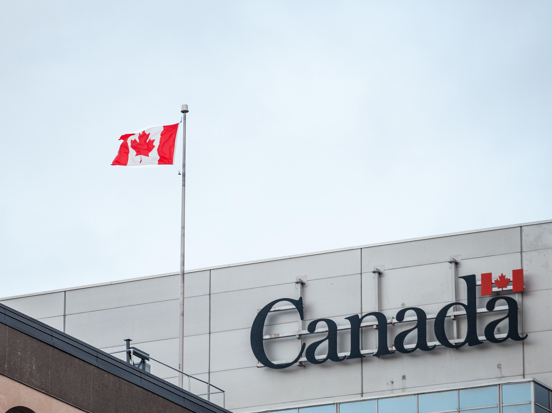 Флаг Канады, ПМЖ которой могут получить граждане России, Украины и Беларуси