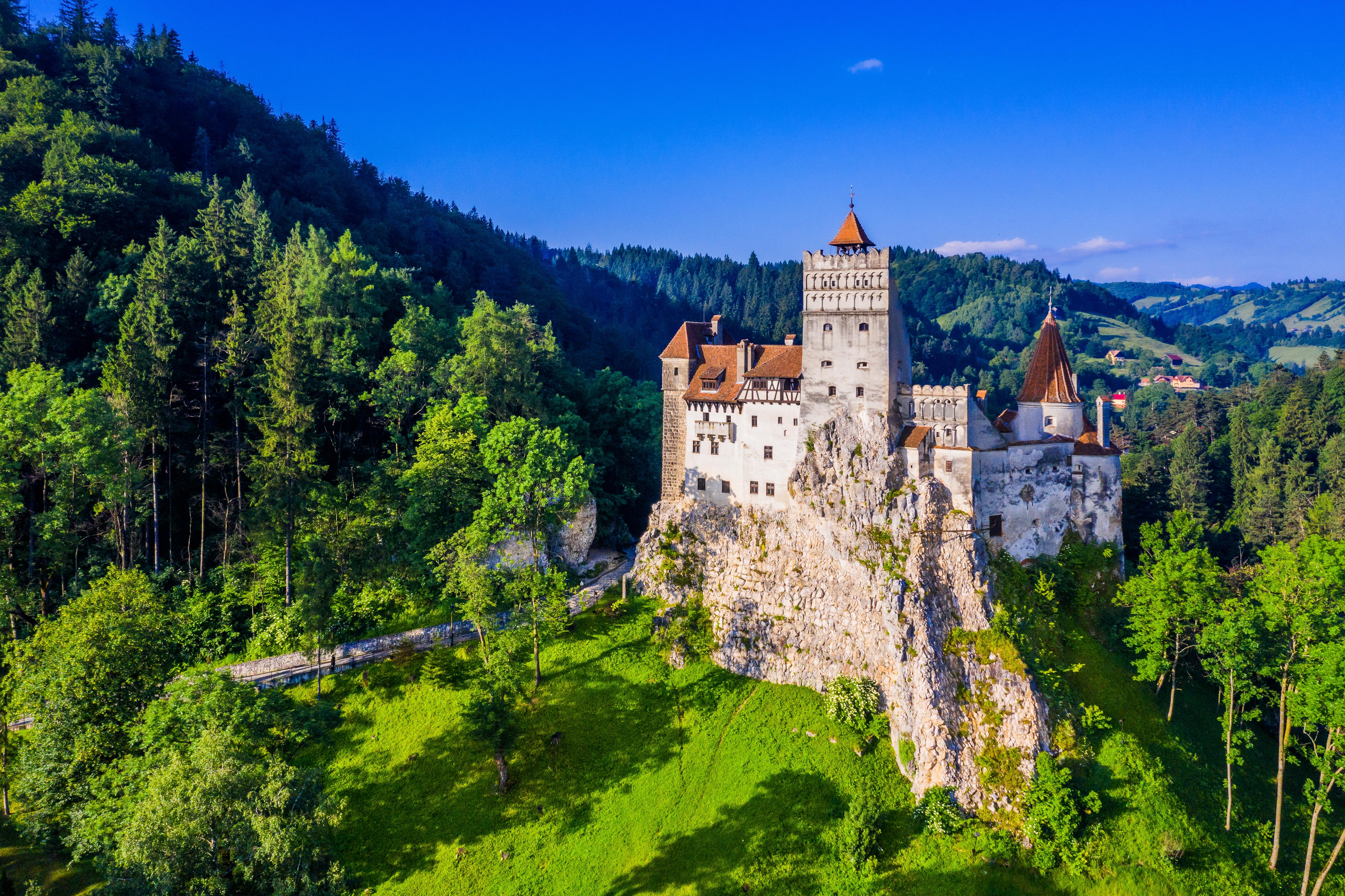Замок в стране, куда хочется поехать на ВНЖ и получить румынскую натурализацию