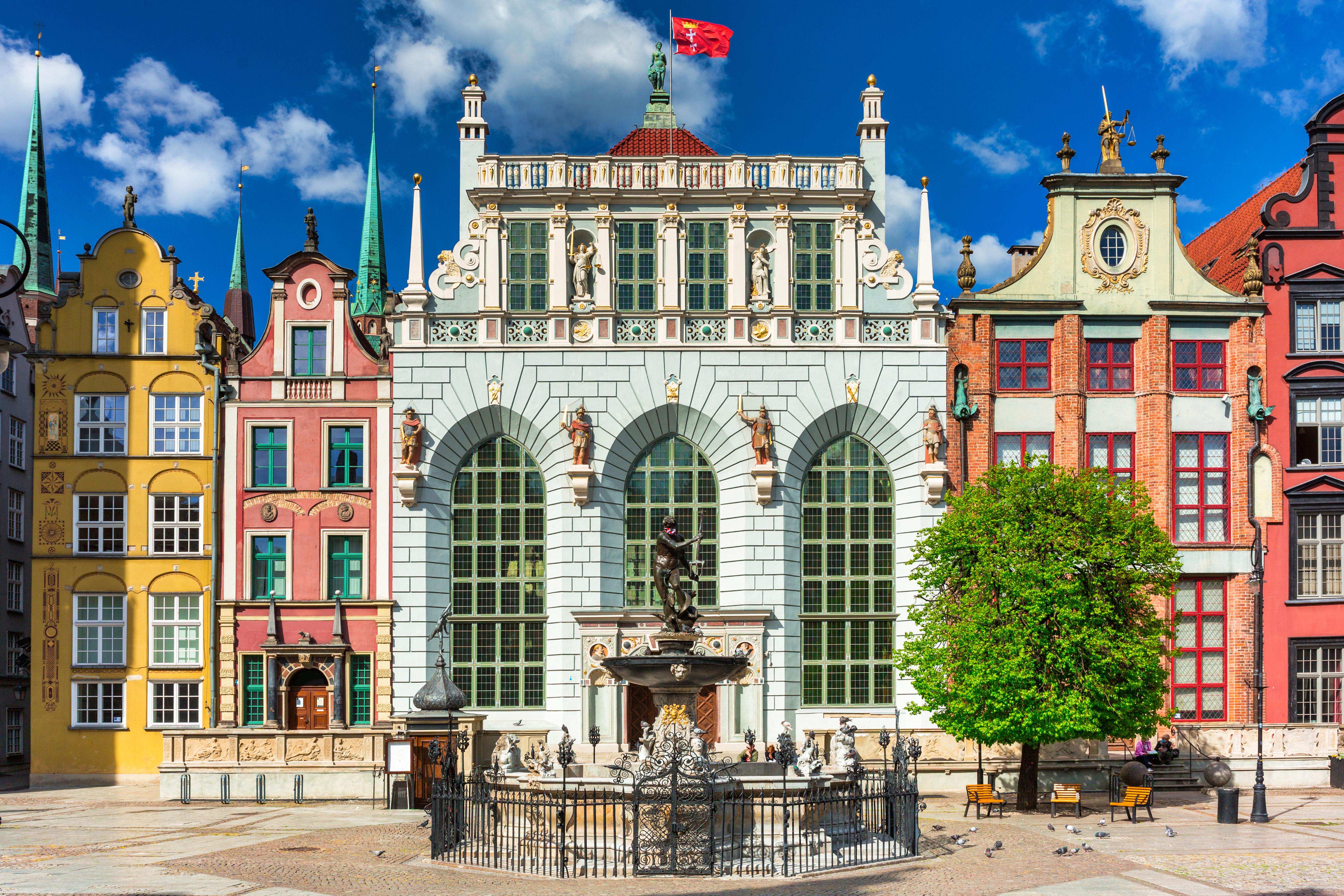 Здания города, где можно оформить ВНЖ Польши