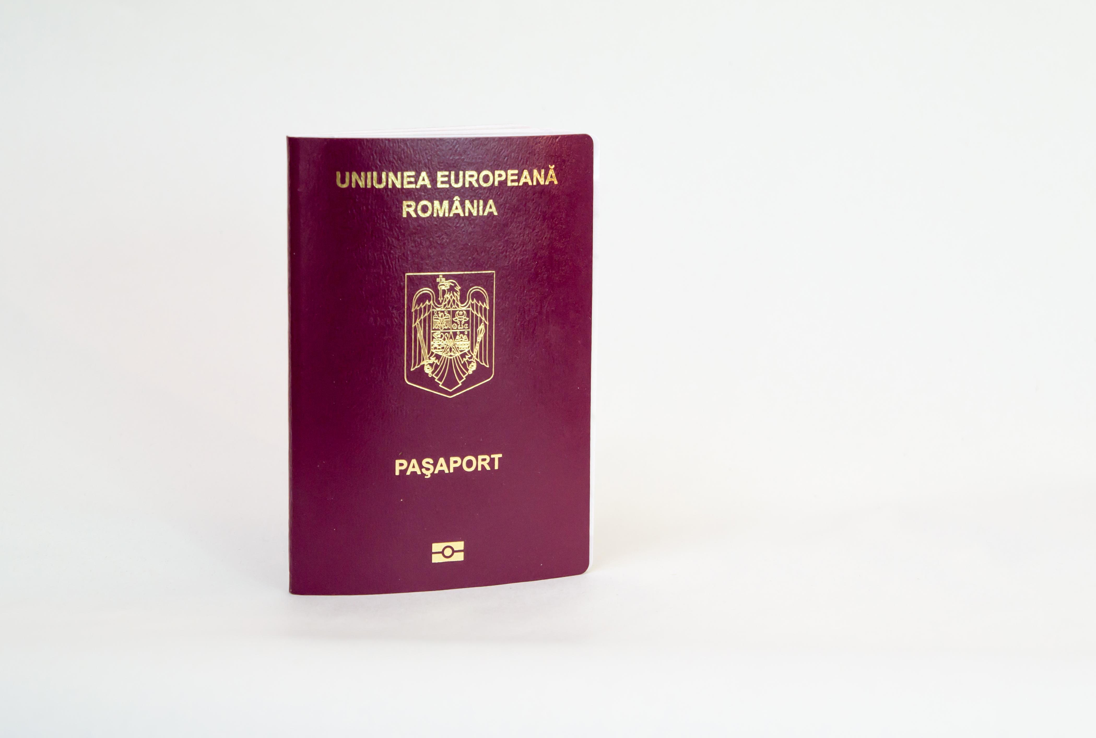 Паспорт Румынии, присягу которой надо сдавать для получения гражданства