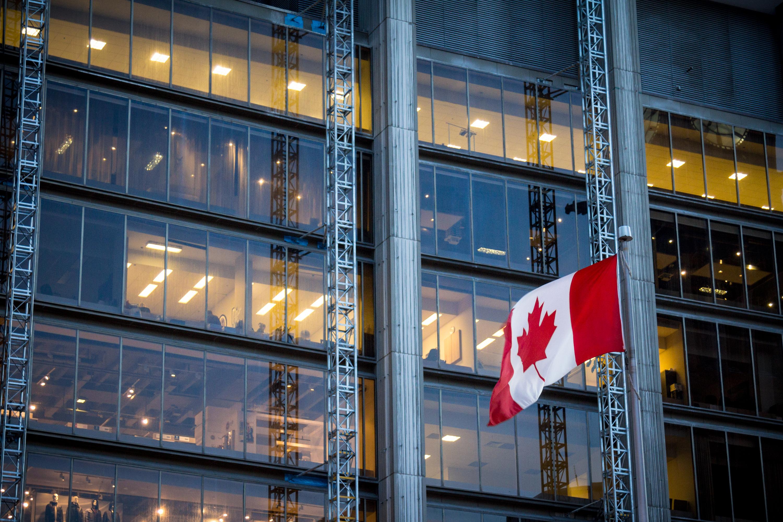 Работа в канадском офисе как одна из программ иммиграции в Канаду
