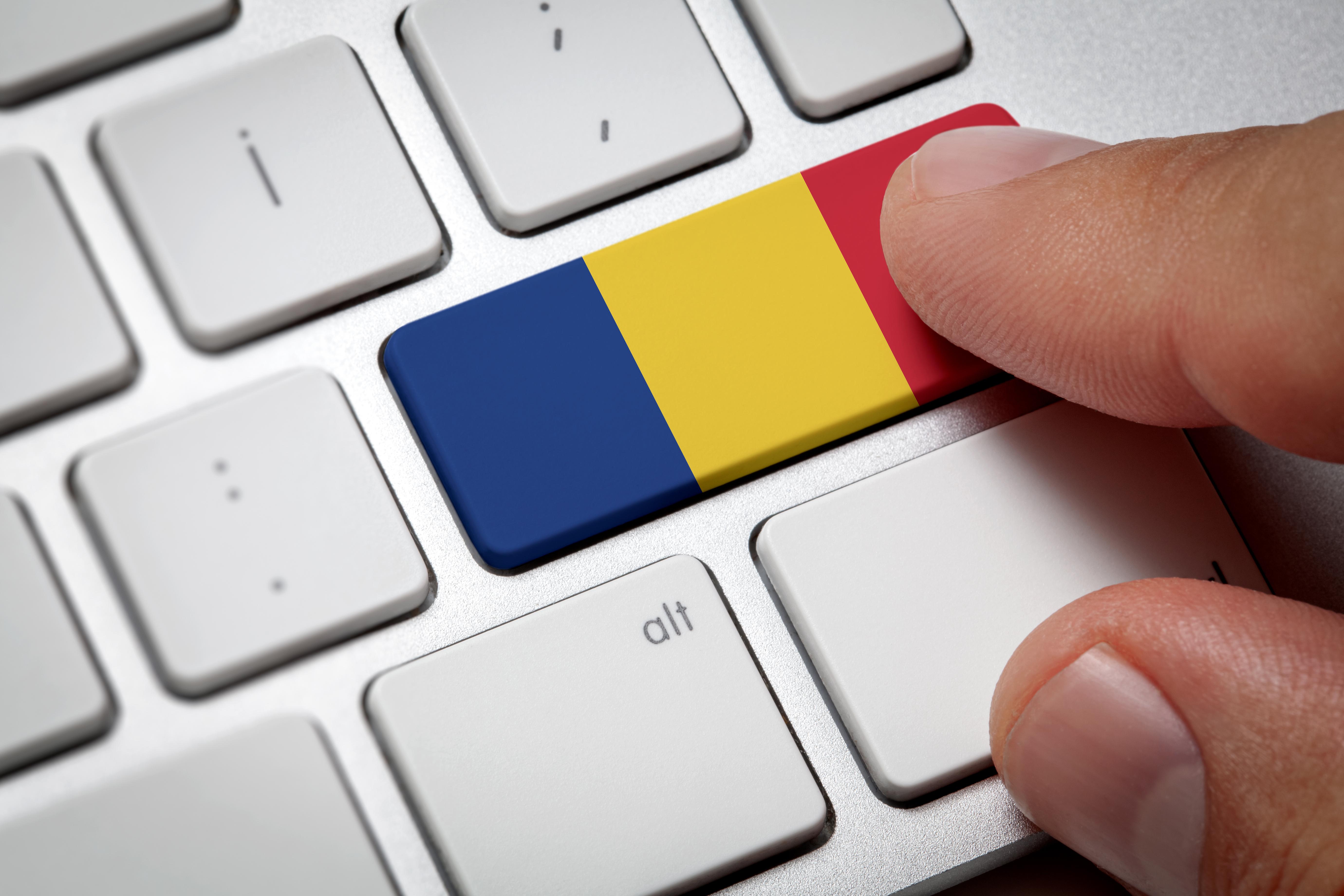 Румынский флаг на клавиатуре означает поиск работы в Румынии через интернет