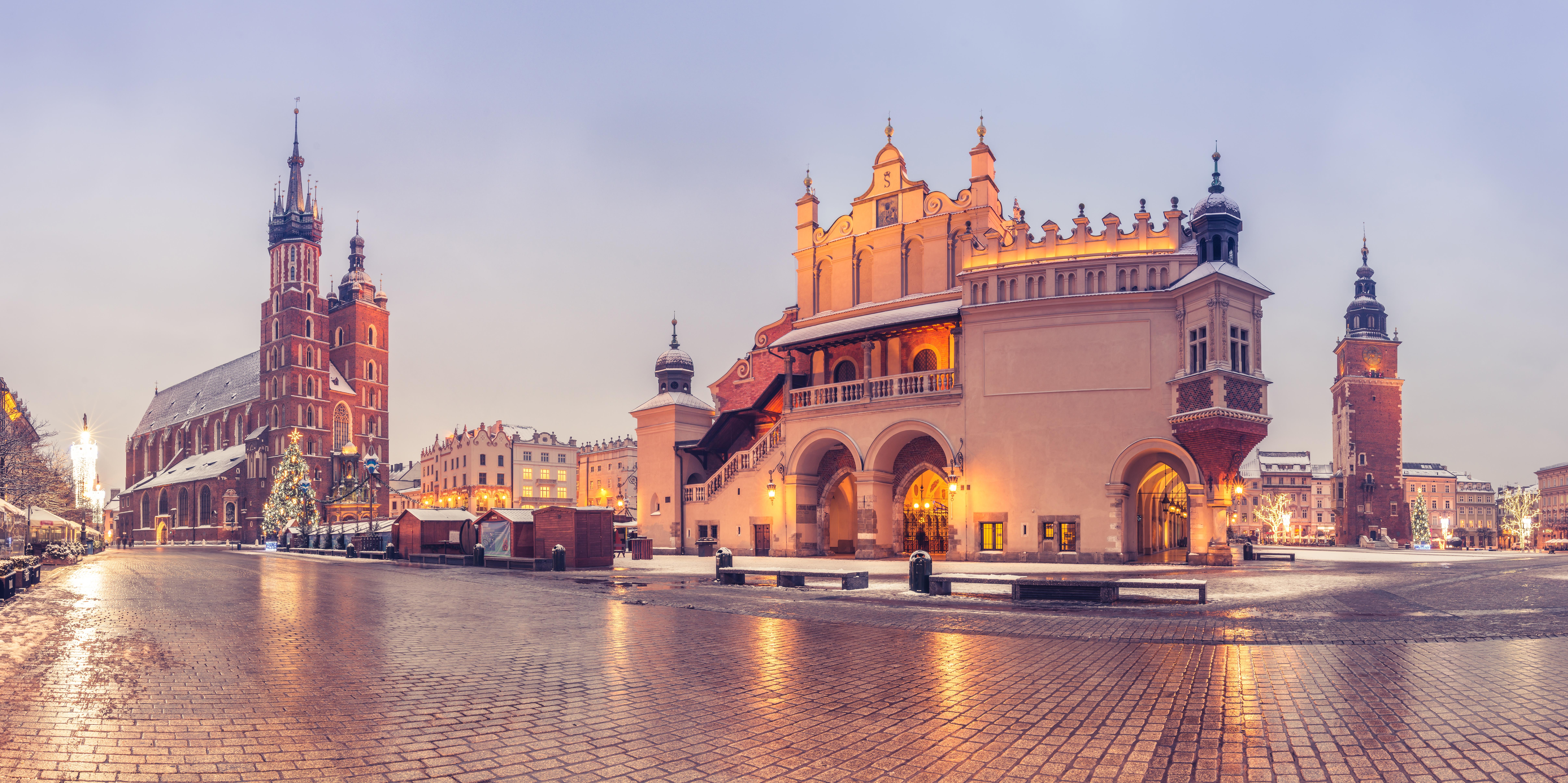 Здания города, который открывает перспективы иммиграции в Польшу