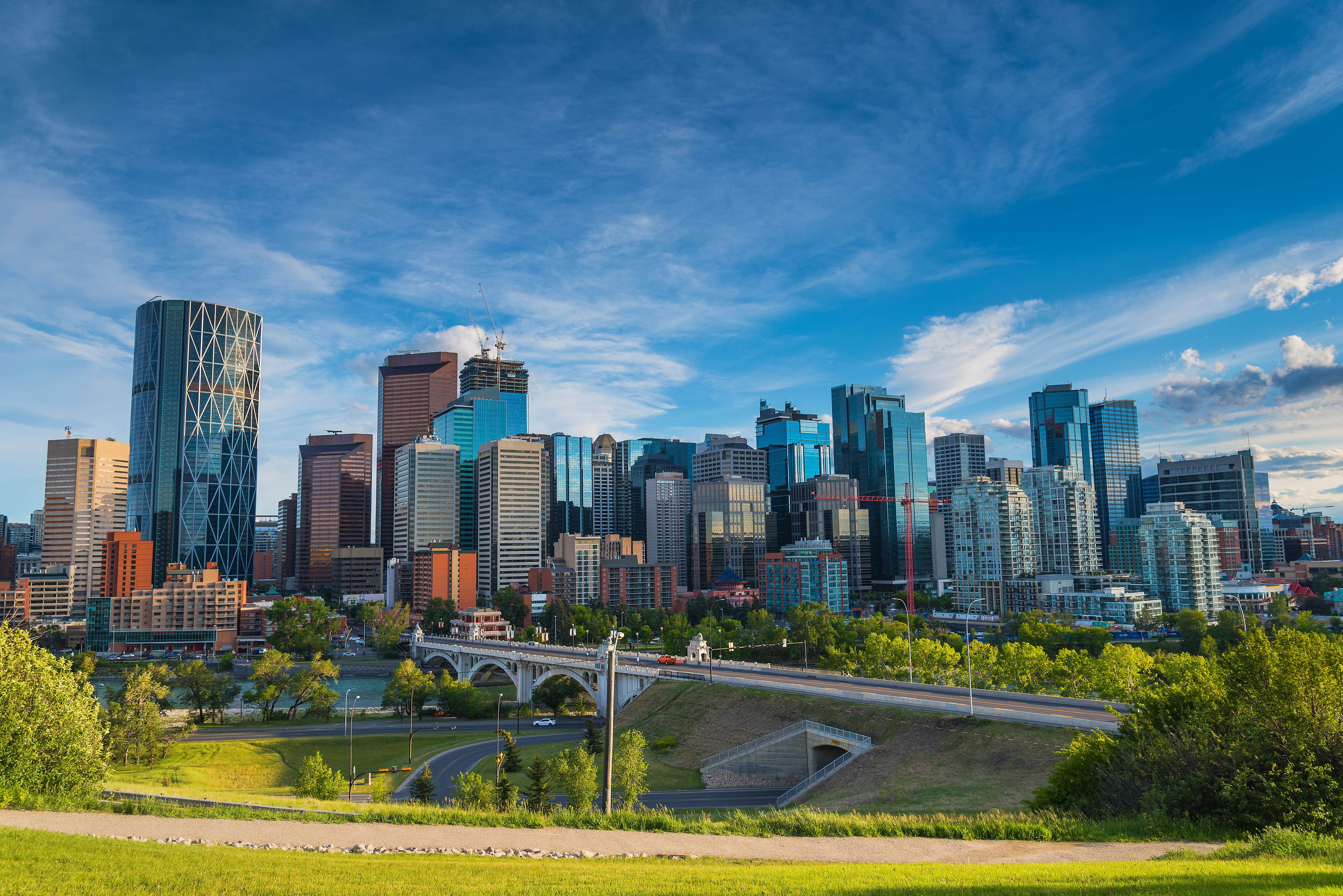 Вид на Калгари, столицу канадской провинции Альберта, где иностранцы предпочитают покупать недвижимость